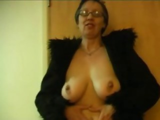 Amateur Big Tits Glasses Natural  Stripper