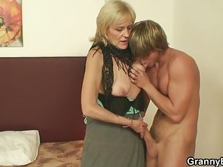 Big Cock Handjob Licking Mom Nipples Old And Young