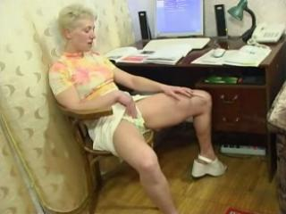 Amateur Masturbating Mature Mom Orgasm