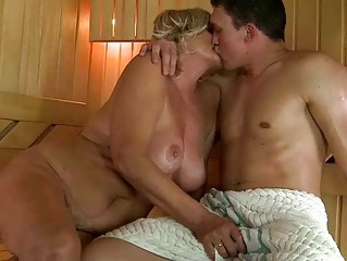 Big Tits Chubby Kissing Mom Natural Old And Young