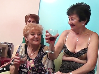 Drunk Groupsex Lesbian Old And Young