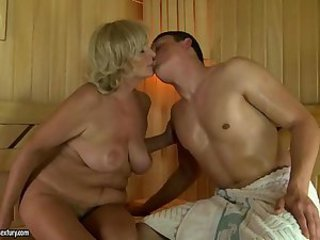 Chubby Kissing Mom Natural Old And Young