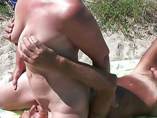 Amateur Beach Facesitting Licking Older Outdoor Wife
