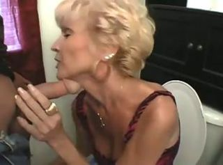 Blowjob Mature Mom Toilet