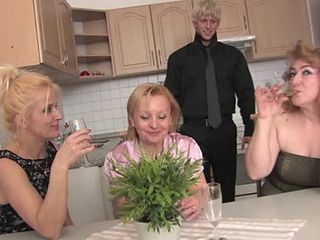 Drunk Groupsex Kitchen Mature Mom Old And Young