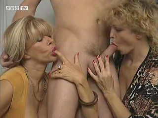 Blowjob Mature Mom Old And Young Threesome