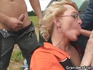 Blowjob European Glasses Mom Old And Young Outdoor Threesome