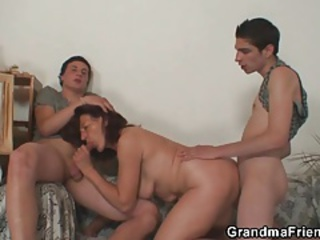 Blowjob European Mom Old And Young Threesome