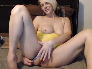 Amateur Homemade Masturbating Mom Solo