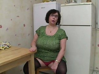 Amateur Big Tits Chubby Glasses Kitchen Mom Natural