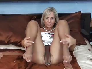 Amateur Feet Fetish Mature Pantyhose Solo