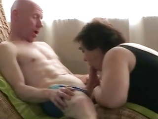 Amateur Blowjob Chubby Mom Old And Young