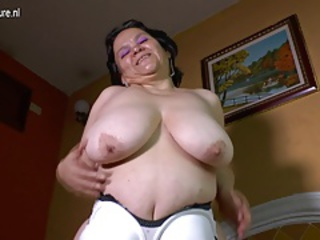 Amateur Big Tits Latina Mom Natural