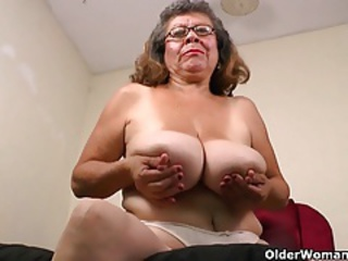 Big Tits Glasses Mom Natural Nipples