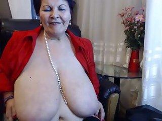 Amateur Big Tits Chubby Mom Natural