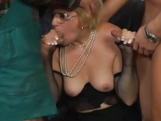 Blowjob Glasses Threesome Wife