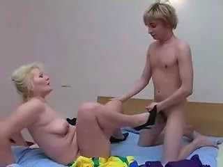 Videos from 1grannyporno.com